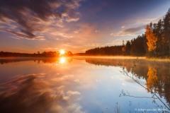 zonsopkomst boven het meer; sunrise over the lake